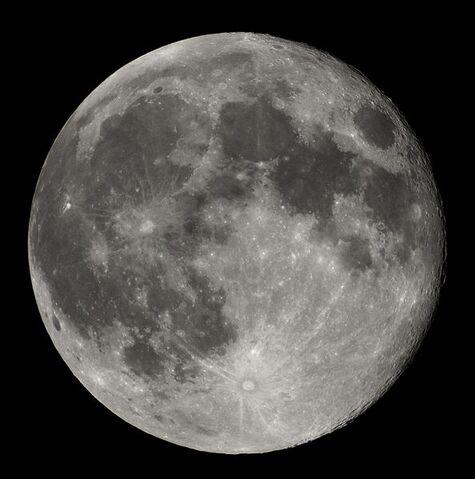 Archivo:594px-Full Moon Luc Viatour.jpg