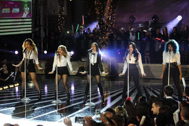 File:Fifth-Harmony-LIVE-940x625.jpg