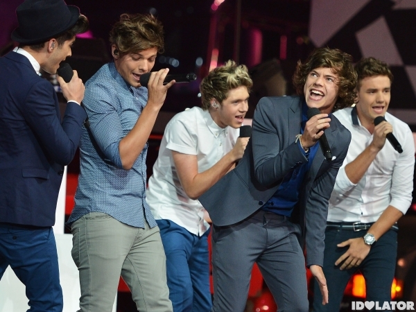 File:One-direction-live-while-were-young-600x450.jpg