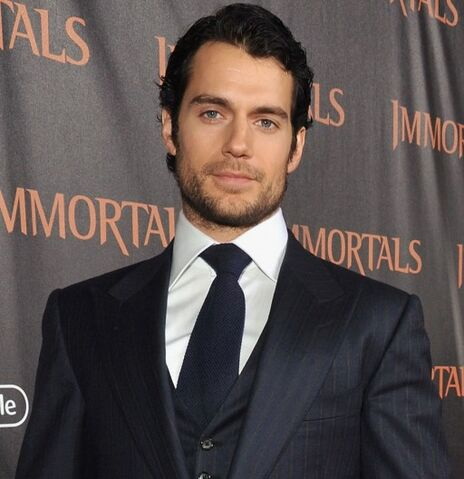File:Henry-Cavill-sighting-at-Immortals-premiere-01-512x529.jpg
