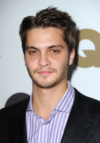 File:Luke Grimes GQ 2010 Men Year Party Arrivals Wa0oHpDTUZgl.jpg