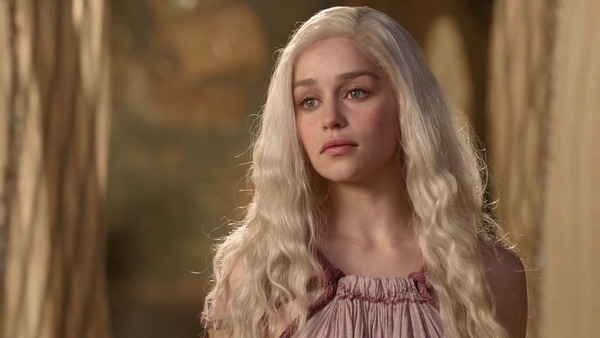 File:Emilia-Clarke-in-Game-of-Thrones-1.jpg