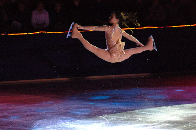 File:Sasha Cohen Split Jump.jpg