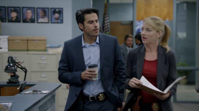 File:1x02 46 Kyle, Elizabeth.jpg