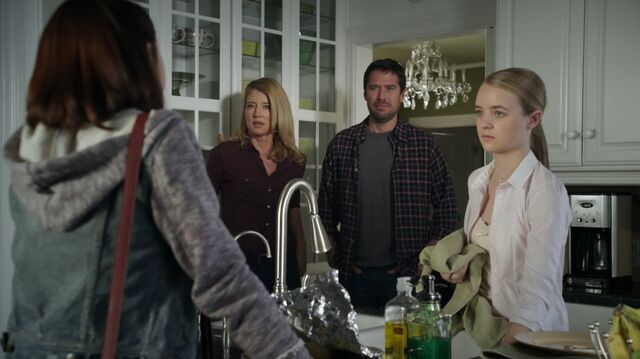 File:1x01 53 Carter, Elizabeth, David, Taylor.jpg