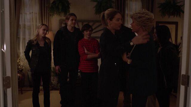 File:2x01 114 Taylor, Max, Grant, Elizabeth, Joan, Carter.jpg