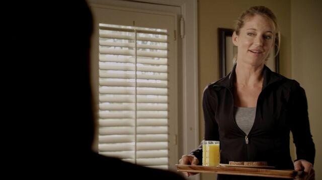 File:1x01 37 Carter, Elizabeth.jpg