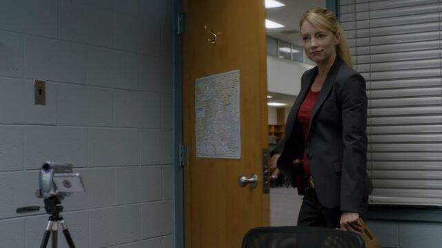 File:1x02 47 Elizabeth.jpg