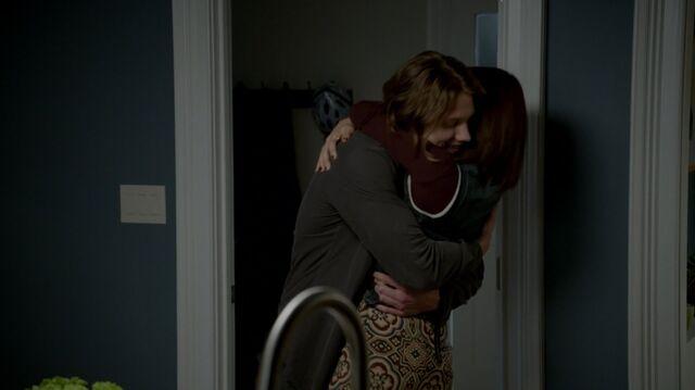 File:1x02 55 Max, Carter.jpg