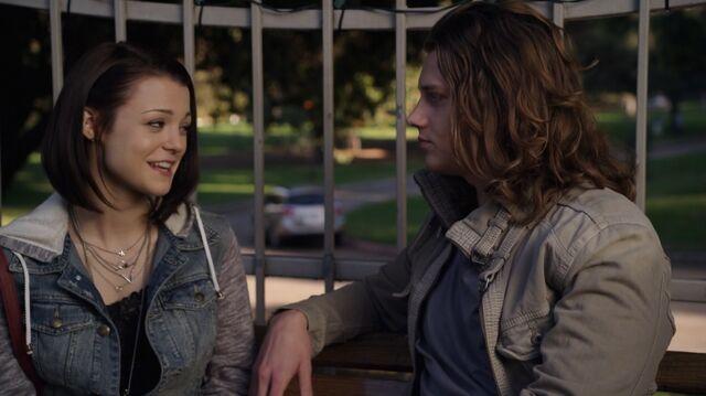 File:1x01 45 Carter, Max.jpg