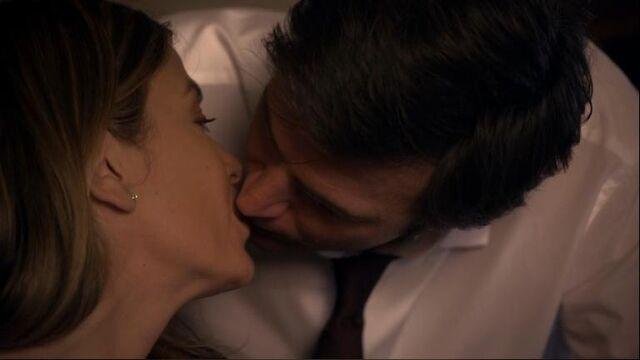File:1x19 Olivia and Lloyd Kiss.jpg