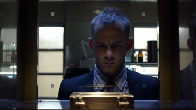 File:1x19 Simon Ponders the QED.jpg