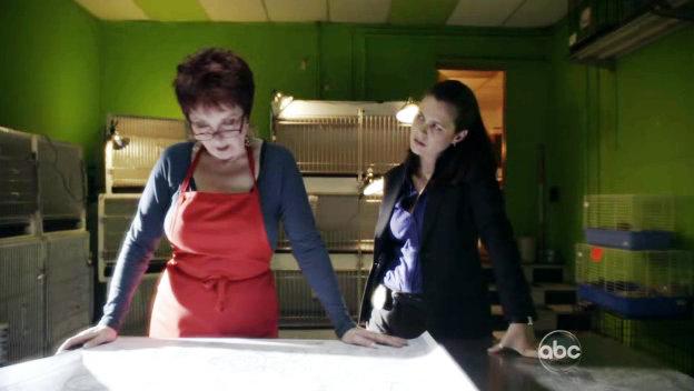 File:1x18 Janis and Carline.jpg