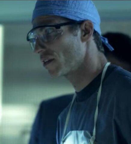 Archivo:1x07 Martin Dewey.jpg