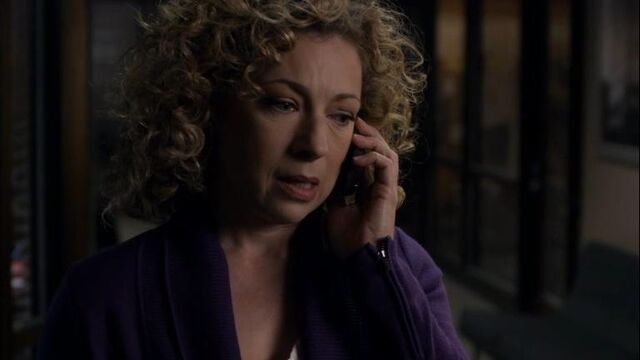 File:1x19 Fiona Takes a Call.jpg