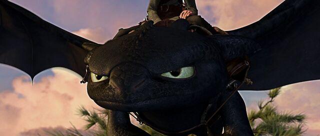 File:Toothless ready for flight.jpg