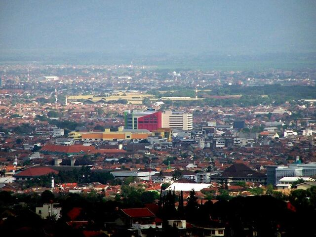 File:Bandung-Trade-Mall-Lucky-Square-1.jpg
