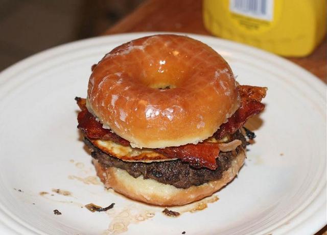 File:Krispykreme Burger.png