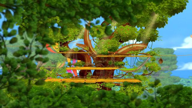 Fichier:11-08-11 treehouse.jpg