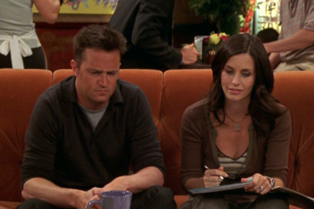 File:Chandler and Monica (10x02).png