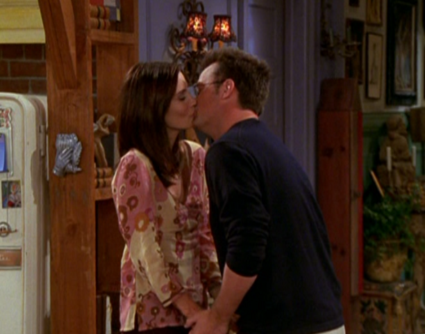 File:Monica & Chandler Kiss (9x03).png