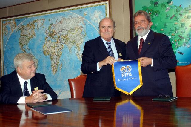 Archivo:Blatter2006.jpg
