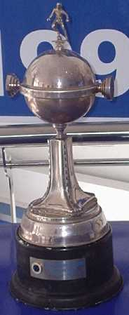 Archivo:Trophylibertadores.jpg