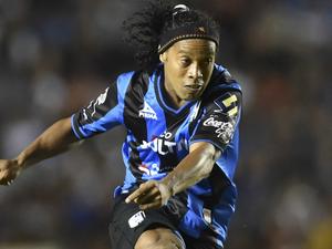 Ronaldinho em ação pelo Querétaro.png