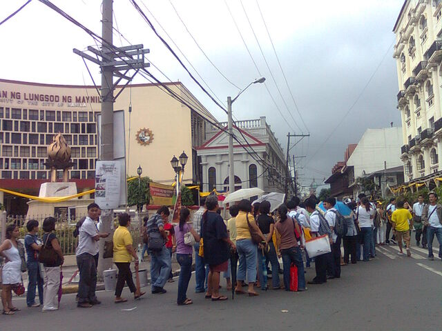File:Line at the Corazon Aquino wake at the Manila Cathedral.jpg