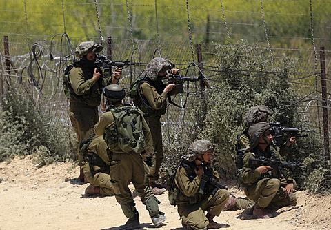 File:Israeli soldiers in the Golan Heights.jpg