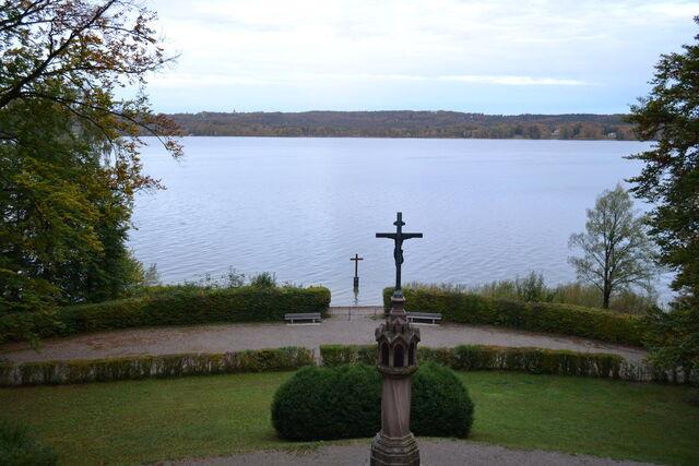 File:Memorial ludwig ii starnberger see bavaria by chris munich-d5hzkq0.jpg