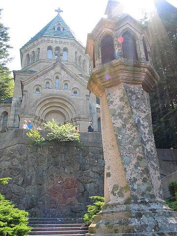 File:Votivkapelle Berg.jpg