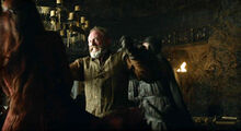 Davos Melisandre assassination S3 E1.jpg