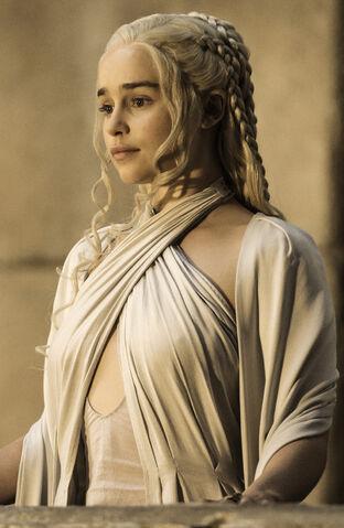 Datei:Dany Season 5 GOT HBO.jpg