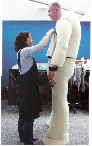 File:Giant costume behind the scenes.png