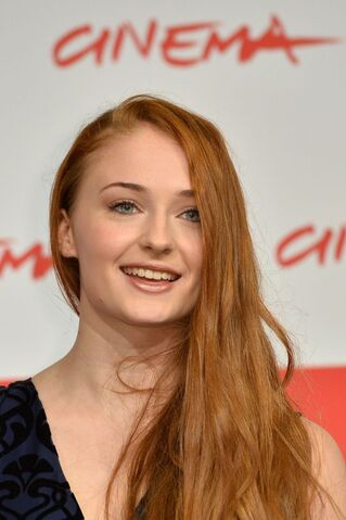 File:Sophie-turner-at-another-me-photocall-in-rome 2.jpg