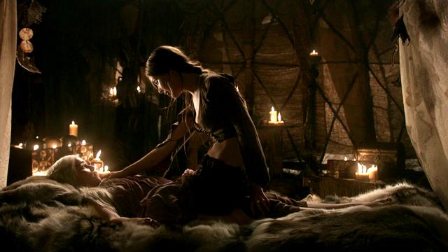 Файл:Daenerys & Doreah 1x02.png