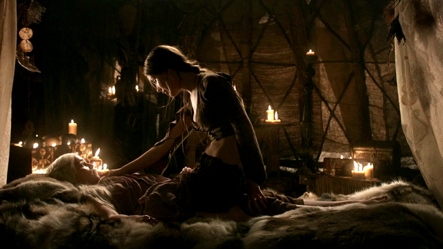 File:Daenerys & Doreah 1x02.png