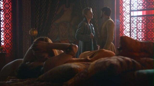 File:401 Oberyn Ellaria at brothel kissing Marei.jpg