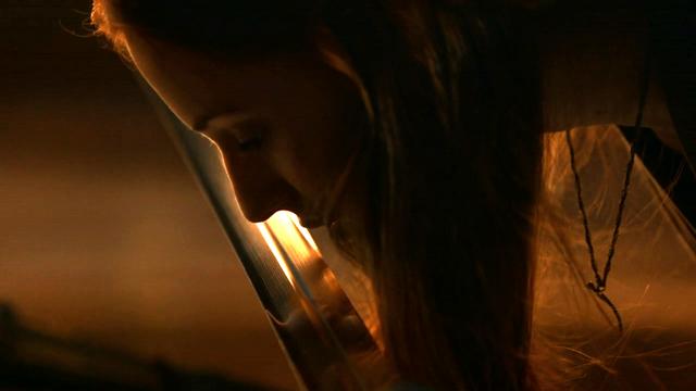 File:Sansa kissing Hearteater.png
