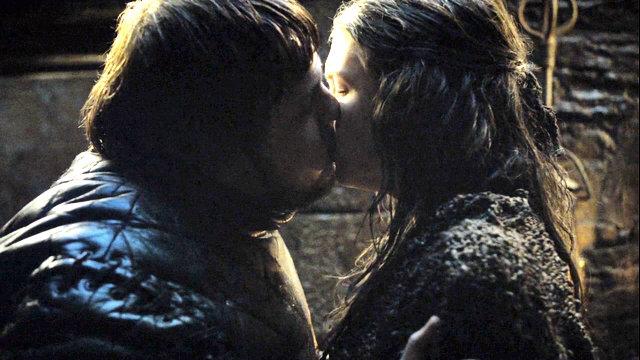 File:Gilly and sam kiss.jpg