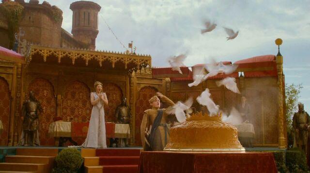 File:Cutting pigeon pie at Purple Wedding.jpg