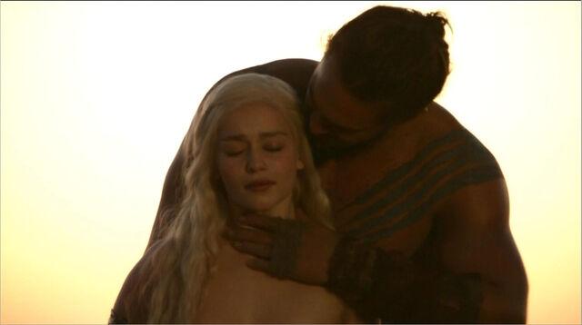 File:Daenerys and Drogo 1x01.jpg