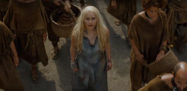 File:Dany in s6 with Dothraki.jpg