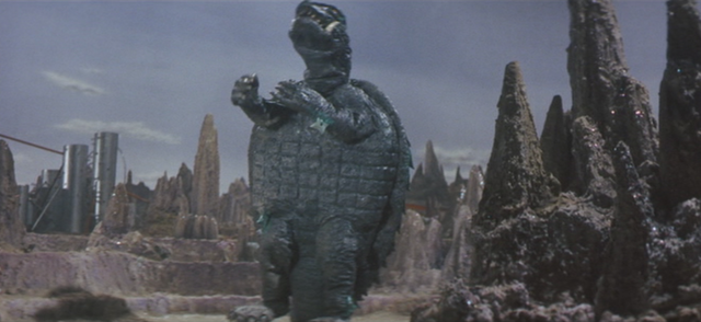 File:Gamera - 5 - vs Guiron - 38 - Gamera uses invisible maracas.png