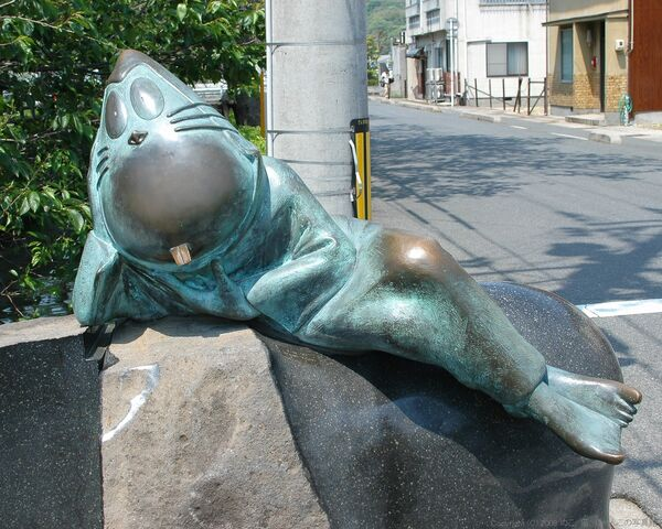 File:Nezumi-Otoko statue.jpg