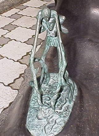 File:Ashinaga-Tenaga statue.jpg