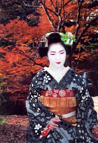 File:Kyoto geisha fall.jpg