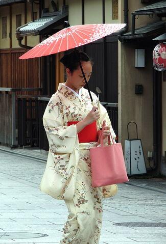 File:640px-Kimono lady at Gion, Kyoto.jpg
