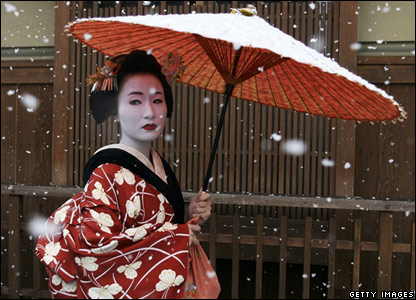 File:Geisha-in-snow1.jpg